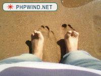 在海边留下我的第一对脚丫印