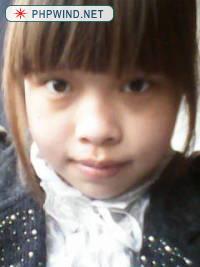 大二的时候照的,当时觉得自己好像小学生啊,现在看看好小,那时候流行直发,齐刘海