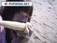 大学出门就是海,第一次和舍友去海边玩,天气真好,买了个煮玉米